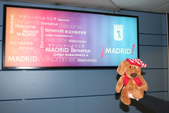 Buddy @ Madrid Barajas International Airport (Fred_T) Tags: canon rebel xti madrid spain madridbarajasinternationalairport mad welcome sign