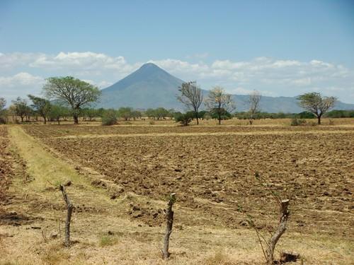 Volcán Momotombo (1.280m) at the Lago de Managua, Nicaragua.