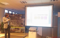 Pic of pim de bokx (founder of BViT incubators) introducing the rotterdam innovationcentre
