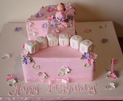 Happy 1st birthday Amelia (Louisa Morris Cakes) Tags: birthday pink girly victoria birthdaycakes albury wodonga sweettreats alburywodonga wahgunyah louisamorriscakes girlsbirthdaycakes