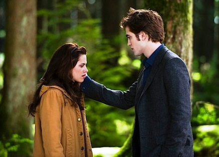 edward-cullen-bella-swan-forest-new-moon-thumb-437x313