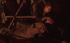 muriendo en brazos de su hijo