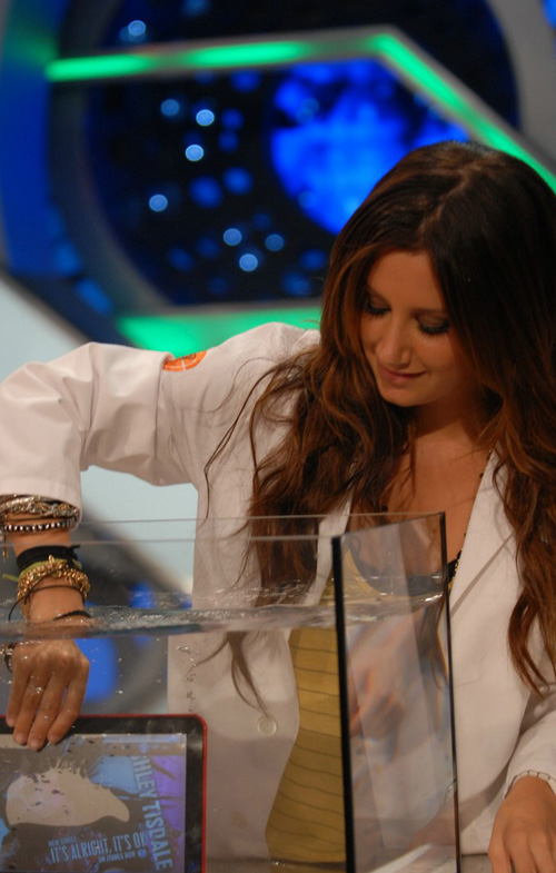 ashley-tisdale-show-6119-4