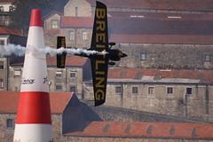 SMOKE ON (MANUEL DUARTE) Tags: speed smoke airplanes porto douro 2009 redbull fumo breitling aviões redbull2009 redbullairraceoporto2009