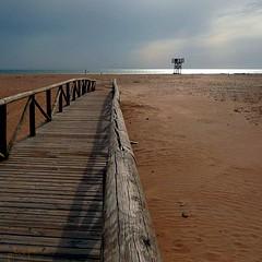 Hacia la tormenta (pibepa) Tags: atardecer playa pasarela puestadesol ocaso nube nwn sanctipetri atrardecer estremità superstarthebest ruby10 artistoftheyearlevel3 ruby5 ruby15 ruby20 subirruby10