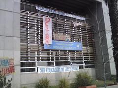 Liceo 7 de Ñuñoa continua en toma pacífica by manuel guerrero