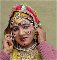 B8020464_609x647 (suchitnanda) Tags: india shopping handicraft dance artist village north fair wb dancer performer 2008 suraj mela southasia westbengal haryana kund