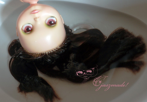 3399098440 04f6f4b53e Washing and Detangling Blythe Hair