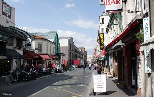 A gauche, lentrée du marché Dauphine, qui est le plus grand des marchés, avec des artisans dArt qui restaurent les objets du passé. A droite, le petit marché Antica, pour les amateurs dobjets classique.