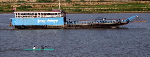083.洞里薩河(Tonle Sap)上的客貨兩用渡輪