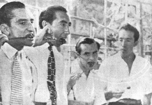Toreros comiendo anticuchos en Lima 1945