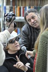 Rejane dando entrevista pra rádio Putzgrila na maratona literaria 030