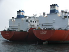 2007_0122hogmanyandtanker0023 (Kellydrever1) Tags: sea water orkney ship lpg scapaflow shiptoship
