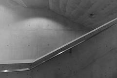 Lentos Kunstmuseum (Linz) (XV) (manuela.martin) Tags: blackandwhite bw museum architecture linz austria österreich architektur lentoskunstmuseum lentos contemporaryarchitecture modernearchitektur kulturhauptstadt kulturhauptstadt2009 weberhofer