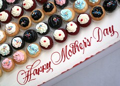 Happy Mother's Day (7oO7oO) Tags: pink blue red white cupcakes yummy chocolate vanilla kuwait 213 2009 mothersday frosting redvelvet cuppies happymothersday 21march 7070 7oo7oo
