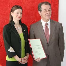 Anke Domscheit und Franz Müntefering bei der Übergabe der Nürnberger Resolution am 17. März in Berlin