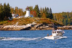 Burnt Island Lighthouse, Boothbay Harbor, Maine (nelights) Tags: usa lighthouse maine lobsterboat mainecoast burntisland boothbayharbor mainelighthouse mainelighthouses burntislandlight burntislandlighthouse wbnawneme