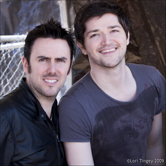 Glen Power and Danny O'Donoghue (Domain Barnyard) Tags: vegas portrait music dublin irish men concert artistic lasvegas nevada creative band f45 event international talent april singers performers 2009 talented irishman songwriters muscians 70mm tingey 941 domainbarnyard loritingey petapalooza kakadoo breakeven dannyodonoghue wecry canoneos40d thescript celticsoul mix941 themanwhocantbemoved glenpower talkyoudown