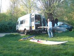 Hilde Windsurf opruimen (HarmvVugt) Tags: bus hilde camper lt windsurf windsurfen hemmeland lt35