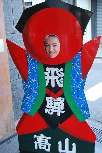 Vero muy integrada con la simbología de Takayama