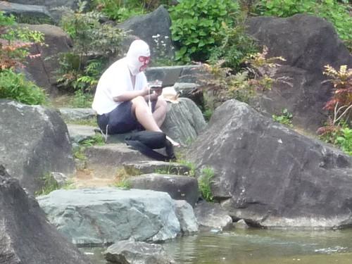 檜町公園に謎の覆面男