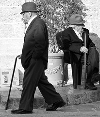 indifference - specchia, salento, italy (Paolo Margari) Tags: old italien people blackandwhite bw man men face hat portraits canon fun photography photo twins italian funny italia foto photographer faces gente strangers photographers pasta bn southern elderly duel fotografia ritratti canoneos 2009 salento puglia italie hommes biancoenero cappello italians fotografo coppia indifference fotografi volti anziani uomini apulia vecchi dececco meridionali indifferenza duetto bastone seduto monocromatico vecchietti mezzogiorno italianphotographers meridione salentini specchia pugliesi paolomargari pastadececco fotografiitaliani specchiapreti italens