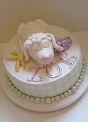 Lamb (Bettys Sugar Dreams) Tags: cake germany deutschland sheep hamburg betty ear lamb modelling communion grape torte trauben fondant tuggy schaf torten lamm kommunion hre sugarpaste lmmchen modelliert rollfondant motivtorte bettyssugardreams sugardreamsde bettinaschliephakeburchardt