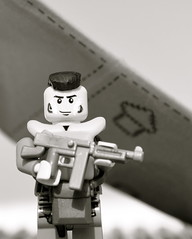 US Airborne photo recreation (The Ranger of Awesomeness) Tags: us flickr lego wwii airborne thompson paratroopers roa paratrooper m1a1 brickarms