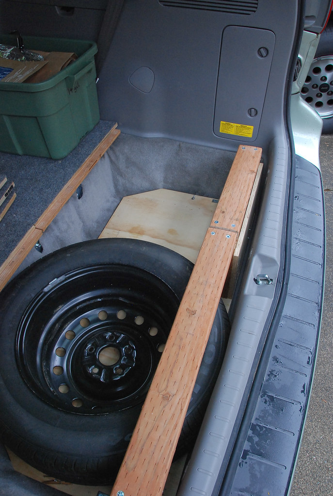 18: Seat well with spare tire (5478)