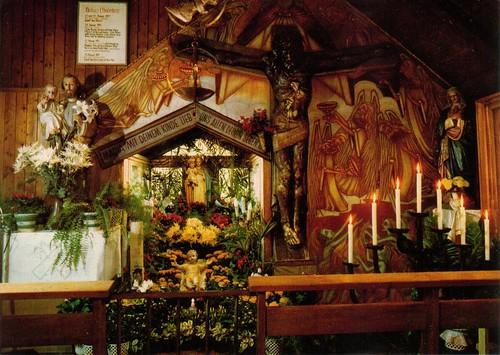 Inneres der Kapelle mit Gnadenkreuz von Heroldsbach