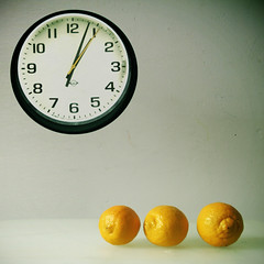 O  ooo (Gordana AM) Tags: life green clock yellow fruit modern contrast jaune polaroid grey one three still lemon time 4 feel cyan balls stilleben lemonade retro lemons amarillo few sphere harmony round citrus sour arrangement solange yello tabletop polished midcentury wrinkled tactile jeune textural rounds agrume zuto cirlcles studion