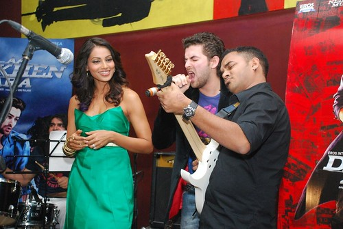 Neil, Bipasha, Gourav rocking