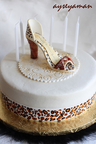 Leopard design cake
