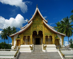 Luang Prabang (Py All) Tags: world blue sky cloud heritage stairs temple gold golden shrine asia or bluesky unesco bleu ciel palmtree asie laos nuage escalier luangprabang palmier luang worldheritage prabang cielbleu