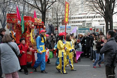 Il ny a pas que des asiatiques dans le défilé, qui est ouvert à tous