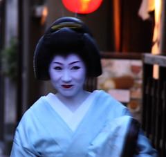 In Gion (japanjuezba) Tags: japan kyoto maiko geiko geisha nippon kimono gion nihon higashiyama japanjuzba juzba