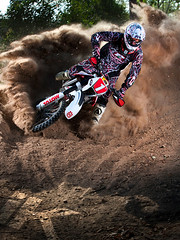 Chris Hollis (iKapture) Tags: red canon eos bush sand offroad country powder racing dirtbike dust motocross berm blast supercross 580ex husqvarna offcamera te450 progrip 1dsmarkiii ikapture