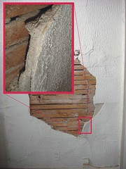 Asbestos Plaster Layers (Asbestorama) Tags: house texture home wall apartment inspection demolition plaster mineral layer renovation residential survey hazardous stucco acm hazmat surfacing spackle asbest lathe dwelling contamination asbestos silica asbesto lath amiante amianto