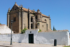 Ronda's Old Church (cwgoodroe) Tags: summer costa white hot sol beach del bells spain ancient europe churches sunny bull bullfighter adobe ronda moors walls washed clothesline protective newbridge roda bullring stonebridge oldbridge spainish whitehilltown rondah spanishdoors