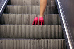 Le Syndrome de Cendrillon (Calinore) Tags: street city pink paris france rose fetish stairs subway shoes metro leg escalator iledefrance ville chaussures escaliers jambe canon500d fetichisme mollet inderground escarpins unijambiste lacollection selectionneespargetty