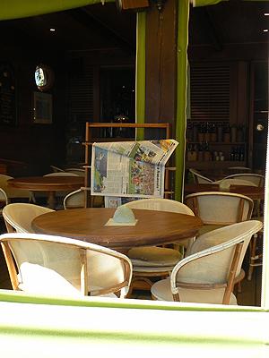 terrasse et journaux.jpg