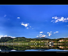 il cielo e il lago.... (GIAMPIETRO ITALY....) Tags: travel sunset italy lago landscapes photo amazing garda europe italia tramonto natura barche best verona montagna viaggio vacanza visualart vacanze lagodigarda faved veneto greatphoto panorami naturesfinest ladscapes theworldwelivein supershot flickrsbest fioraso kartpostal giampietro lecolline anawesomeshot colorphotoaward aplusphoto goldcollection holidaysvacanzeurlaub flickraward frhwofavs theunforgettablepictures overtheexcellence goldstaraward alemdagqualityonlyclub photoshopcreativo grouptripod vosplusbellesphotos makanamaikalani artofimages virtualjourney sensationalphoto absolutegoldenmasterpiece savebeautifulearth scattifotografici fiorasogiampietro bradolino updatecollection bestcapturesaoi flickrunitedwinner obramaestra