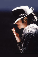 Michael Jackson with his legendary hat and dancing iPhone Wallpaper
