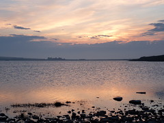 The Loch Of Skaill (orquil) Tags: house evening scotland orkney may ripples loch gloaming skaill orcades