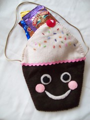 100_0104 (LookHappyShop) Tags: handmade chocolate cupcake kawaii swapbot cupcakebag