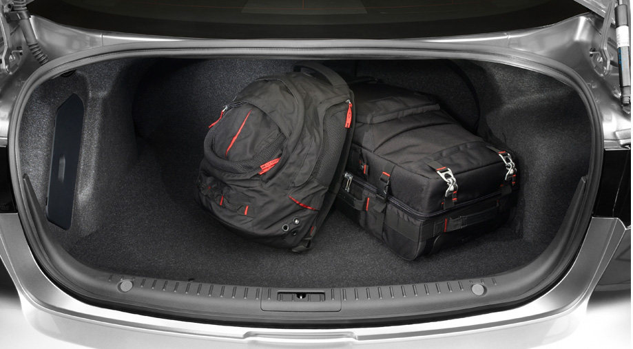 trunk Mazda 3 4door