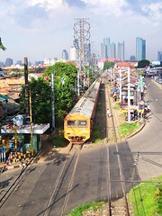 KRL Ekonomi Serpong passing Pejompongan (chris railway) Tags: city urban station rural train indonesia landscape tren eisenbahn railway zug jakarta bahn serpong ka spoor treinen ferrocarril ferrovia gleis treni spoorweg makina jabotabek  ferroviaria krl   chemindefer  pocig       lokomotywa comuter  slipi  penumpang demiryolu pjl ekonomi keretaapi penduduk palmerah  petamburan trainphotography  ngst tanahabang pejompongan pemukimanpadat   tuho    perlintasankereta keretalistrik    eisenbahnzgen   kolejowych ferrovira fotografiaferrovira