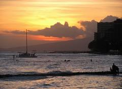 Hawaiianischer Sonnenuntergang (ogressie) Tags: hawaii oahu waikikibeach