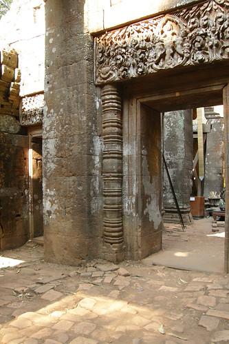 041.主殿的門楣仍有精細的浮雕