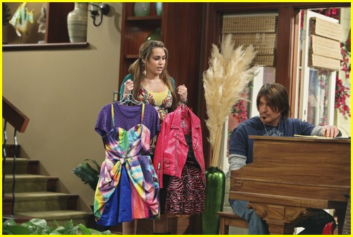 miley-cyrus-cody-linley-one-09